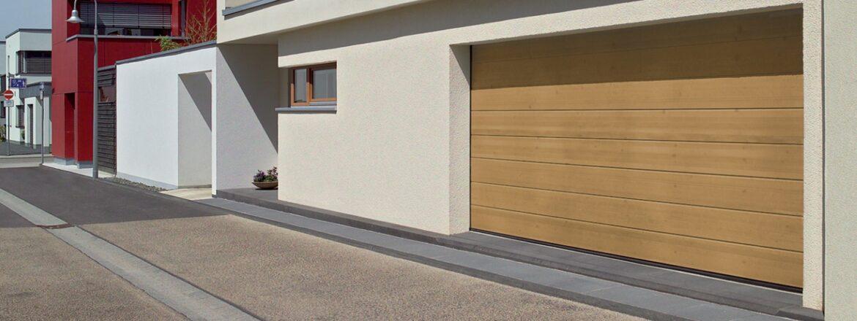Porte de garage sectionnelle gamme Forestic